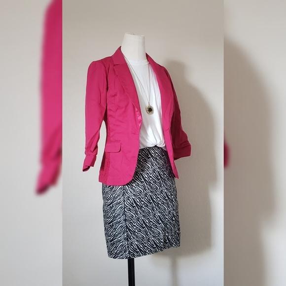 H&M Dresses & Skirts - H&M Zebra Print Skirt